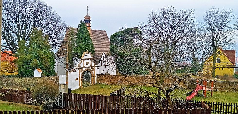 Hřbitovní kostel svaté Anny v Krupce poc