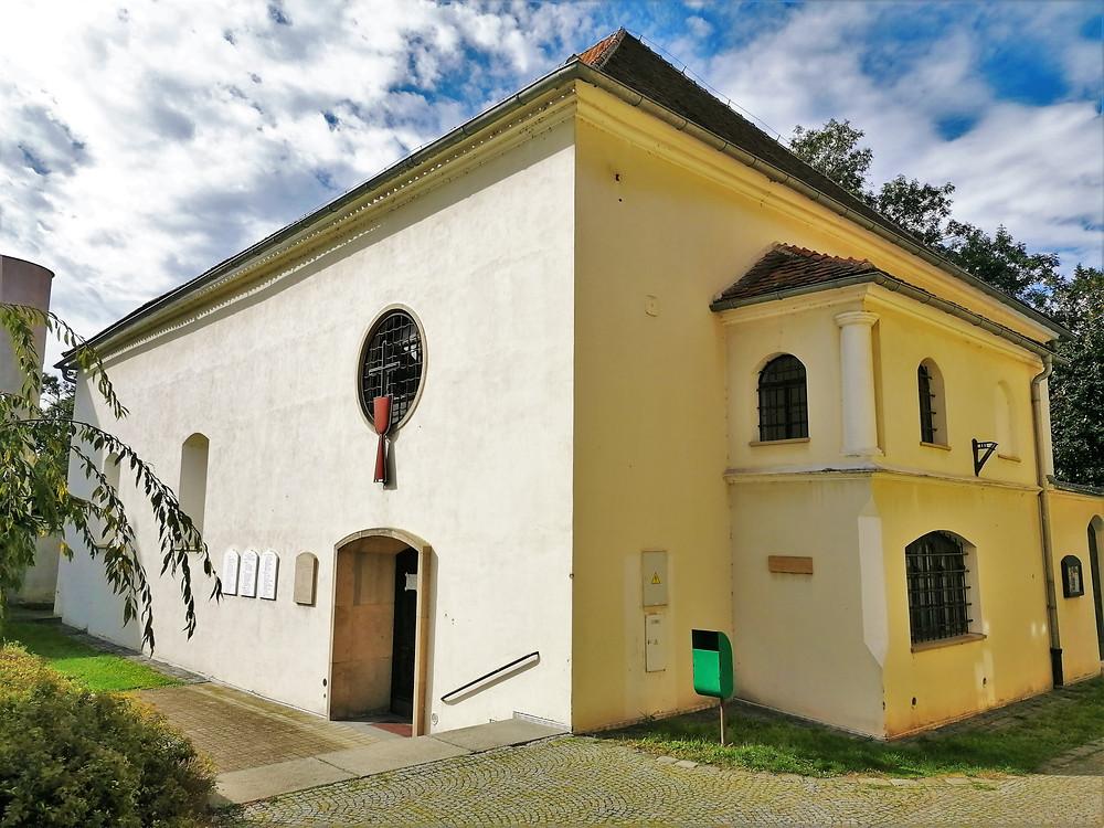 Bývalá synagoga v Kojetíně patří k nejstarším židovským stavbám země