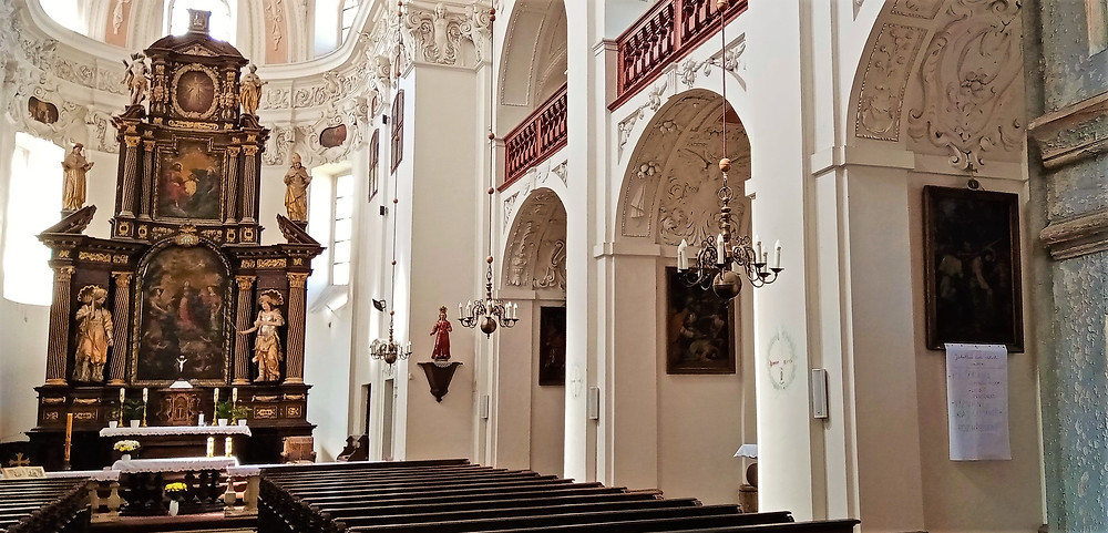 Kostel svaté Kateřiny a budova zámku