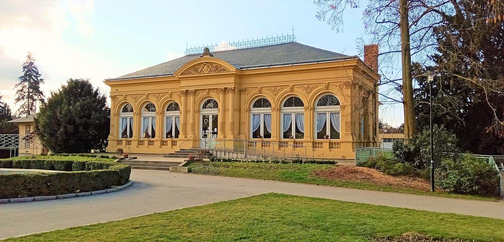 Budova Oranžerie stávala kdysi ve Velké Bystřici, do Olomouce byla převezena v 19. století