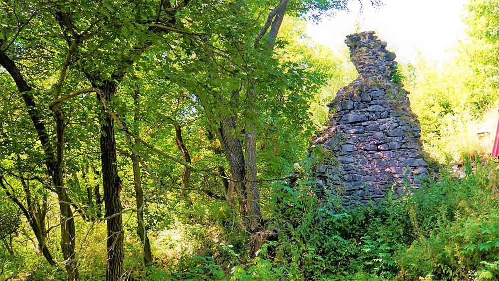Zbytky hradu Křečov