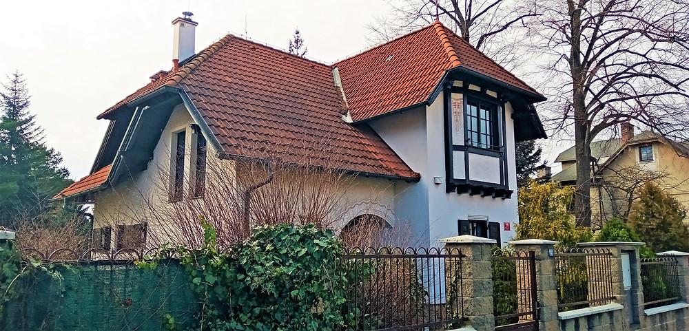 Architekty velmi ceněná vila dr. Josefa Žižky v pražském devátém obvodu v Újezdu nad Lesy