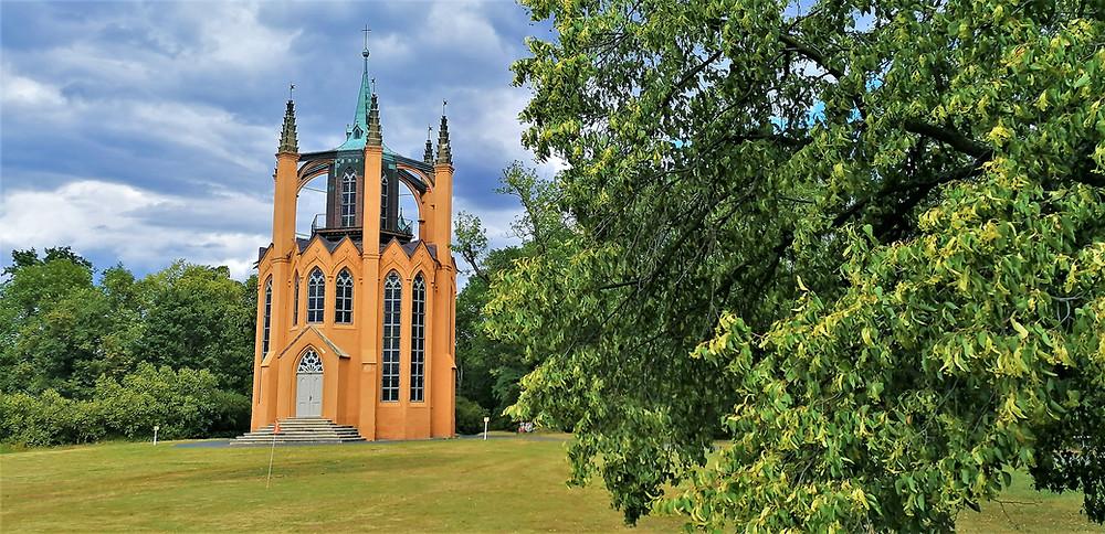 Návrh stavby Gotického templu v Krásném Dvoře údajně vzešel od samotného Jana Rudolfa Černína
