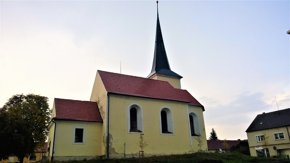 Kostel svatých Petra a Pavla v Holýšově.
