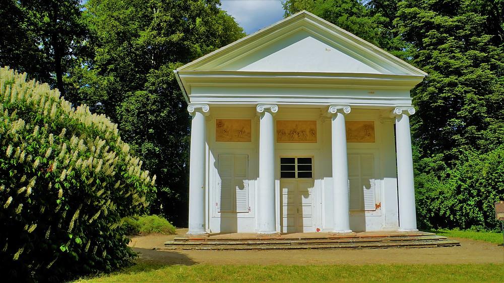 Panův templ je nejstarší stavbou v anglickém parku v Krásném Dvoře