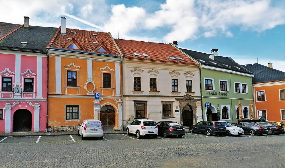 Nejcennější dům v Přerově je na Horním náměstí, jmenuje se Korvinský a je to ten světlý dům s červenou střechou uprostřed