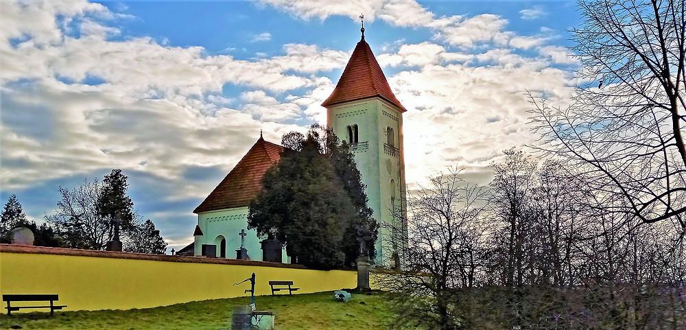 Kostel svatých Jana a Pavla je spolu s hřbitovem to jediné co zbylo z obce Krteň