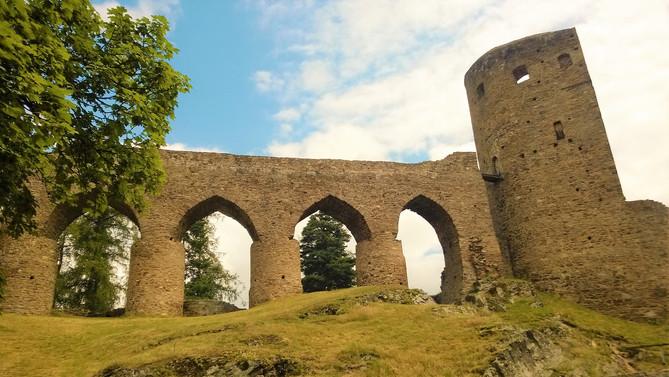 Galerie: Výjimečnost hradu Velhartice