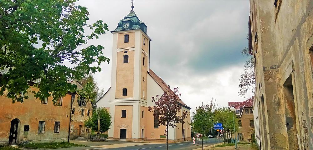 Největším pokladem kostela svatého archanděla Michaela v Kovářské je plochý kazetový strop