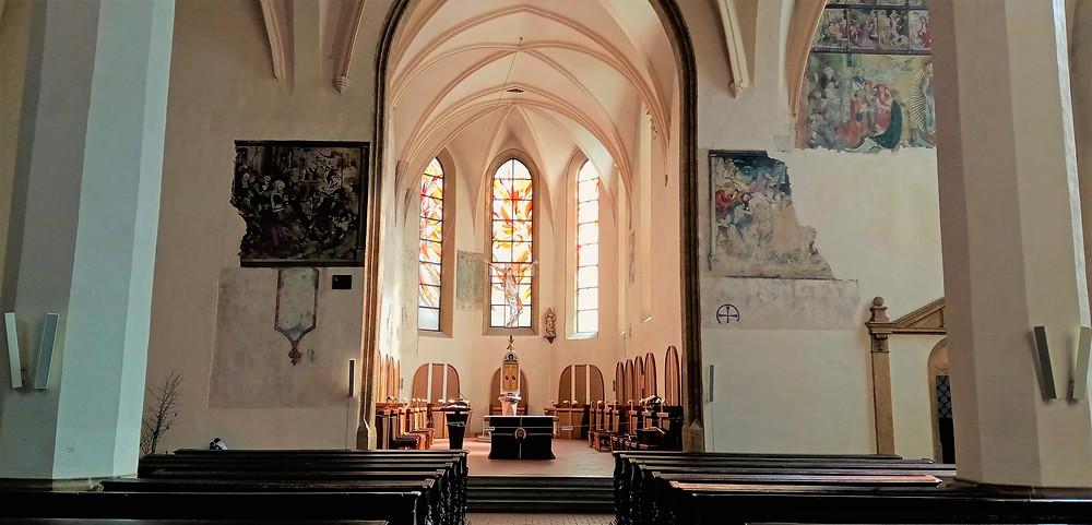 V levé části snímku je významná gotická nástěnná malba z roku 1456 nazvaná Kapistránova účast na obraně Bělehradu; jedná se o výmalbu v kostele Neposkvrněného početí Panny Marie v Olomouci