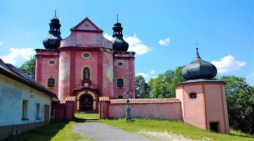 Kostel Narození Panny Marie ve Strašíně.