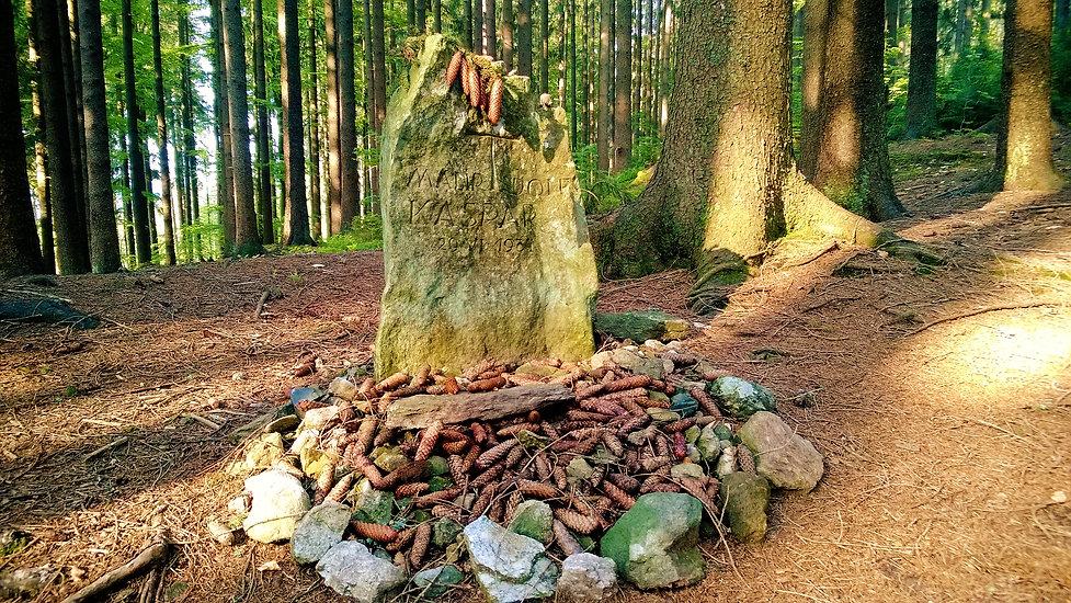 Pomník na místě, kde zemřel malíř Adolf