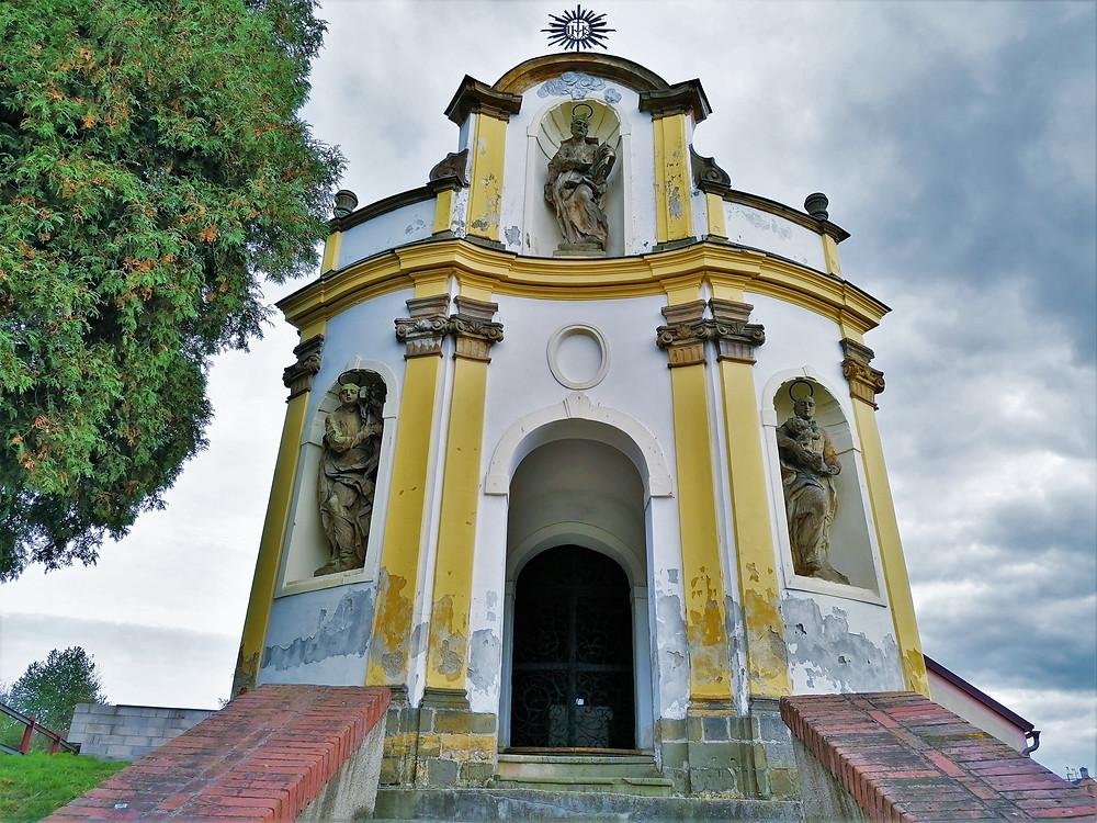 Kaple svatého Františka Xaverského v Kokorech je označována za nejkrásnější kapli na Hané