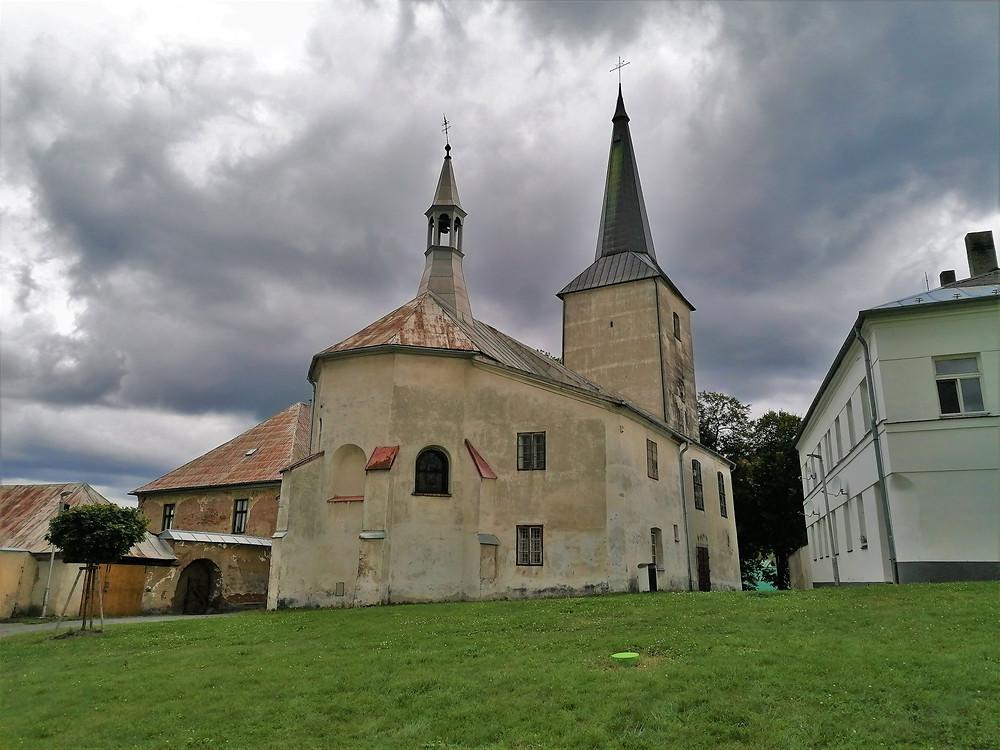 Kostel svatého Bartoloměje v Potštátě nemá hodiny, a tak se z hlásné věže udělala věž hodinová