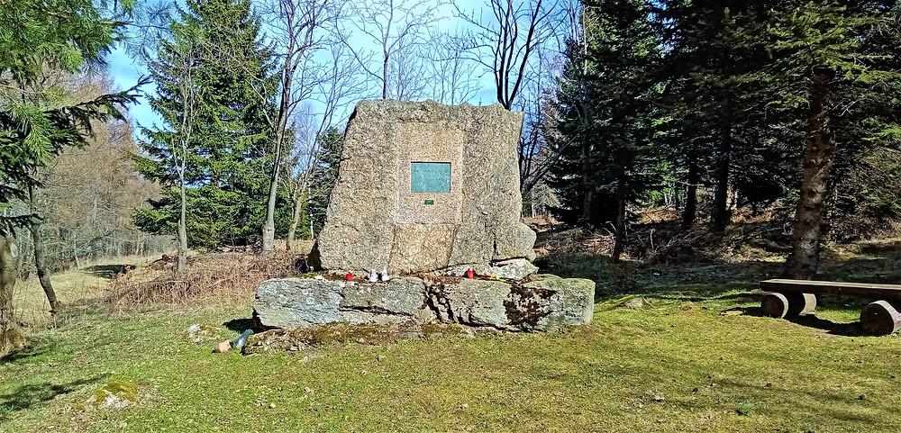 Rašeliniště smrti - Švédský hrob, tak se říká místu, kde se v Kovářské za třicetileté války utopil oddíl švédských vojáků