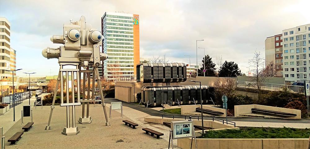 Úžasná instalace výtvarníka Davida Černého se jmenuje Trifot a je před Czech Photo Center na Nových Butovicích