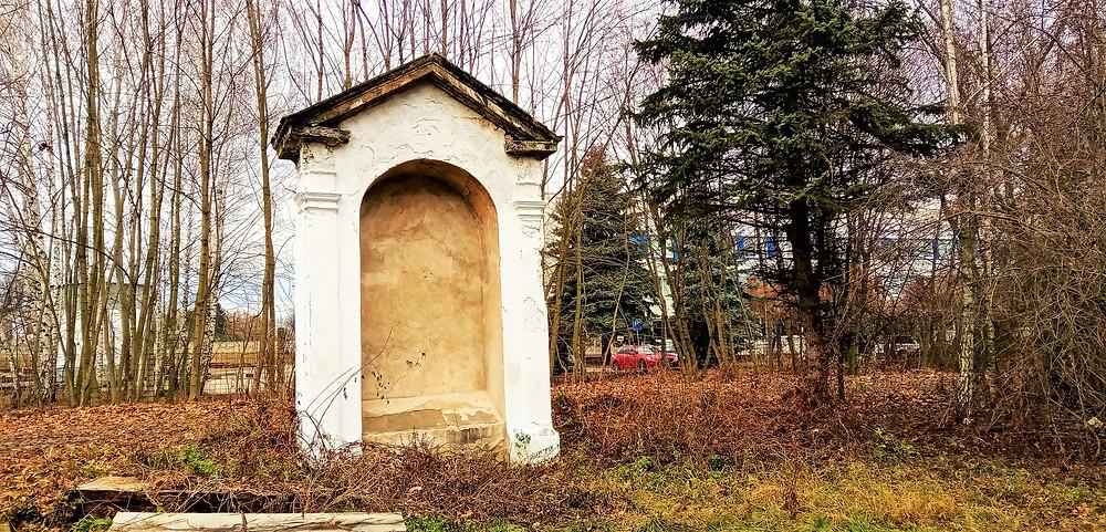 Svatokřížskou kapli najdete jako jednu z původních 44 kapliček na Svaté cestě