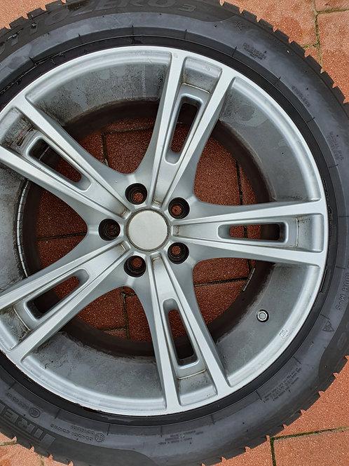 Neuwertige Pirelli Reifen mit Felgen 245/50 R18 100H