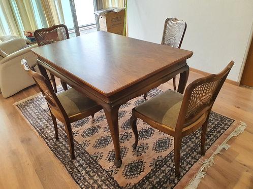 Antiker Esszimmertisch mit 4 Stühle
