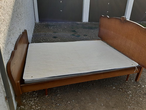 Massives Doppelbett aus Eichenholz mit Lattentost