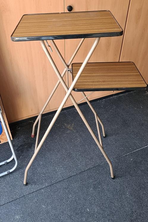 Faltbarer Stehtisch mit 2 Tischplatten