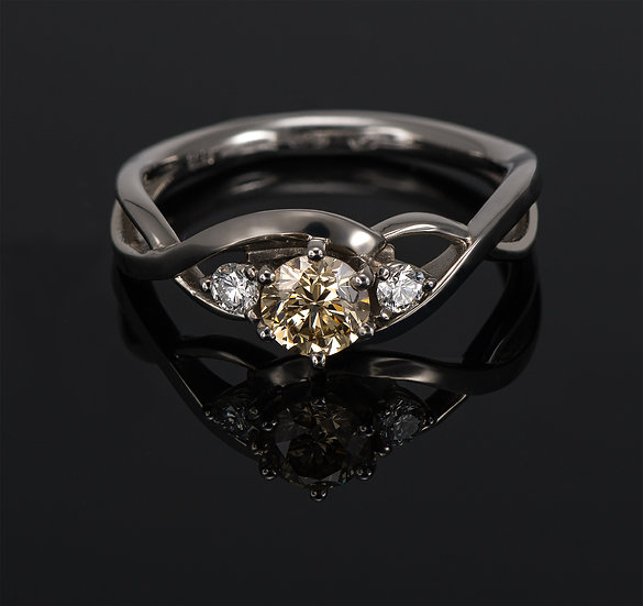 Inel din aur alb de 14k cu diamante de 0.45 ct.