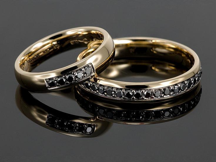 Pereche de verighete din aur galben de 14K cu diamante negre de 0.70 CT.