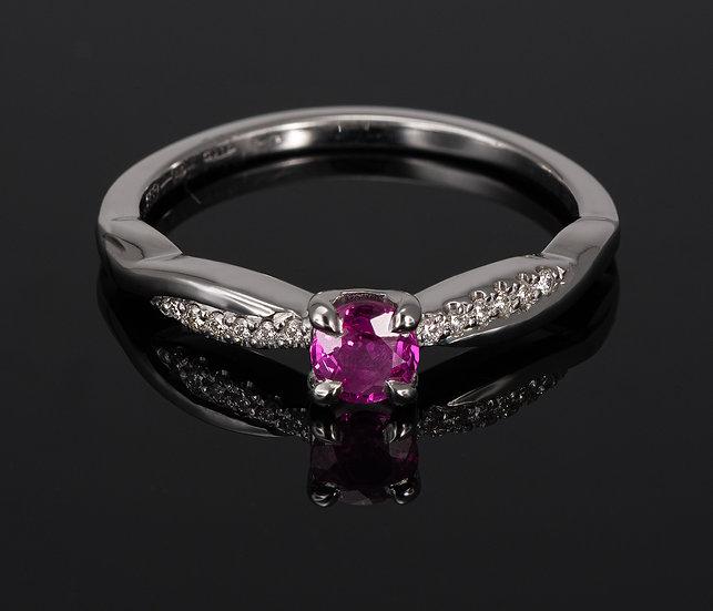 Inel din aur alb de 14k cu rubin si diamante de 0.06 ct.