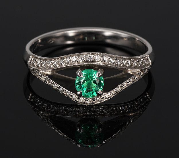 Inel din aur alb de 14k cu smarald si diamante de 0.19 ct.