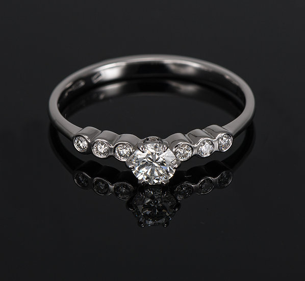 Inel din aur alb de 14k cu diamante de 0.37 ct.