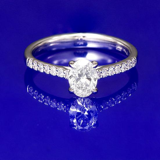 Inel din aur alb de 14k cu diamant oval in total de 0.65 ct.