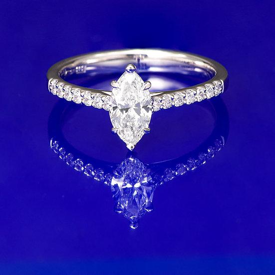 Inel din aur alb de 14k cu diamant marquise in total de 0.65 ct.