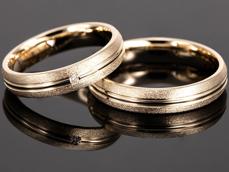 Pereche de verighete din aur galben de 14K cu diamant de 0.015 CT.