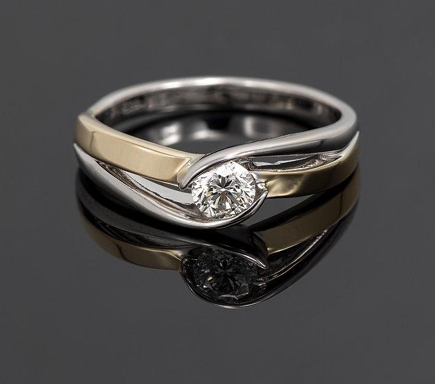 Inel din aur alb combinat cu aur galben de 14k cu diamante de 0.21 ct.