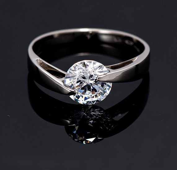 Inel din aur alb de 14k cu swarovski zirconia.