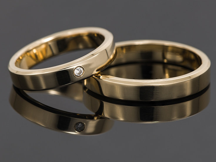 Pereche de verighete din aur galben de 14K cu diamant de 0.007 CT.