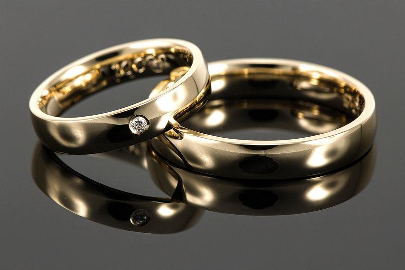 Pereche de verighete din aur galben de 14 K cu diamant de 0.023 CT.