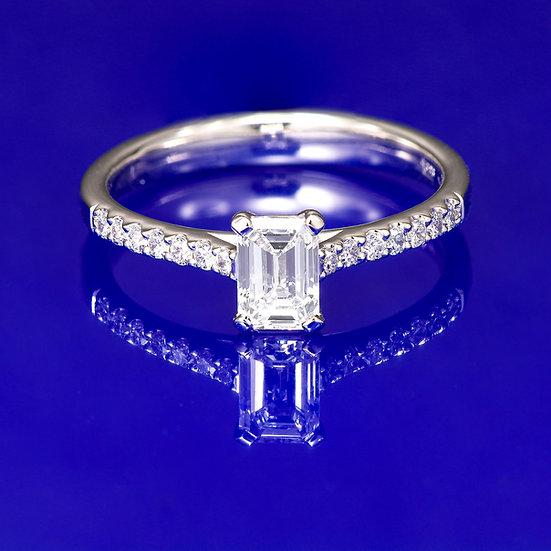 Inel din aur alb de 14k cu diamant emerald in total de 0.65 ct.
