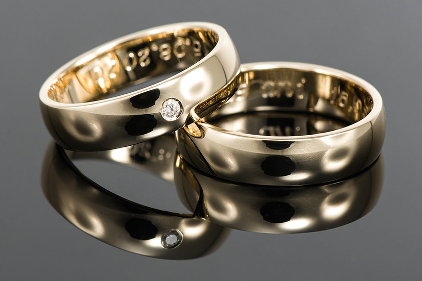 Pereche de verighete din aur galben de 14 K cu diamant de 0.03 CT.