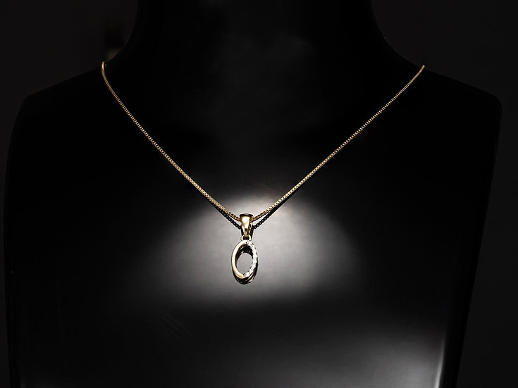 Lant de dama din aur galben de 14k cu pandant cu diamante de 0.04 CT.