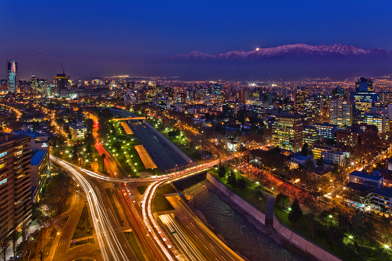 Santiago_de_Chile_de_noche.jpg