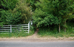 Howlett's Kent Safari walk front footpath entrance