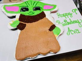 Baby Yoda pull apart cupcake cake