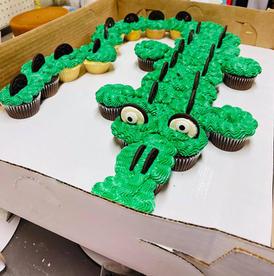 Crocodile pull apart cupcake cake