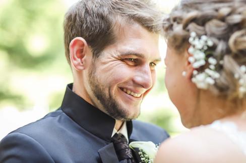 Hochzeit-Hochzeitsfotografin-Bad-Waldsee-Hochzeitsreportage-Natürliche-Hochzeitsfotografie-Ravensburg-Bodensee-Schweiz