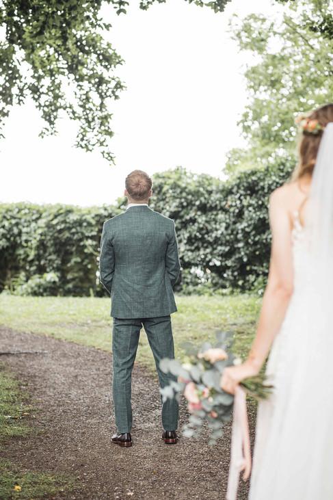 Hochzeit-Hochzeitsfotografin-Veitsburg-First-Look-Natürliche-Hochzeitsfotografie-Ravensburg-Bodensee-Schweiz