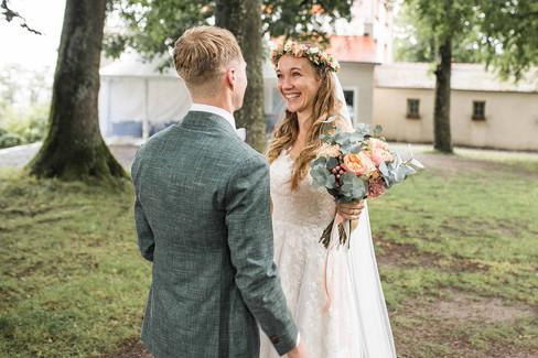 Hochzeit-Hochzeitsfotografin-Veitsburg-First-Look-Natürliche-Hochzeitsfotografie-Ravensburg-Bodensee-Schweiz-Hochzeitsreportage