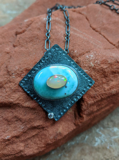 Seeing Beyond Necklace