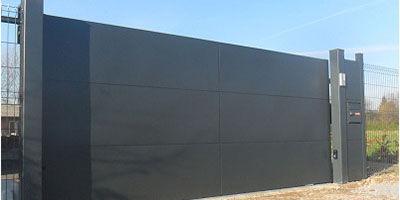Portail 100% aluminium, fabrication sur mesure, aménagement extérieur, jardin