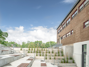Collège St-Charles-Garnier : entrée des élèves